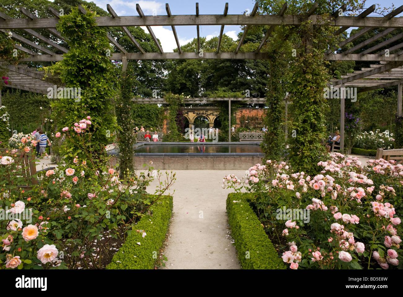 The Alnwick Garden Stock Photos & The Alnwick Garden Stock Images ...