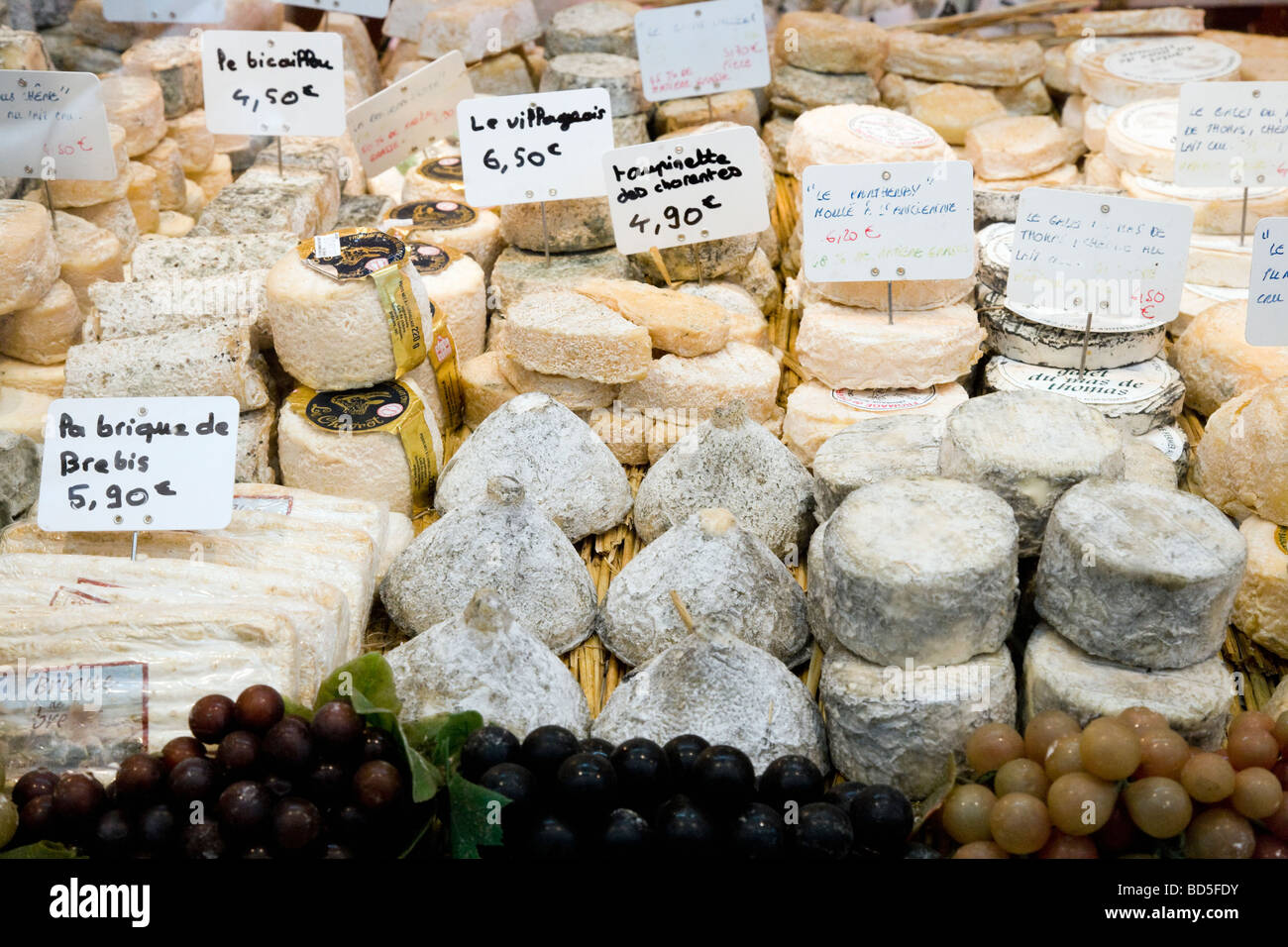 Fromagerie shop window - Stock Image