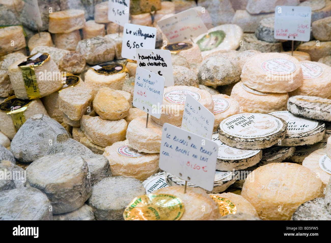 Fromagerie shop window, Paris - Stock Image