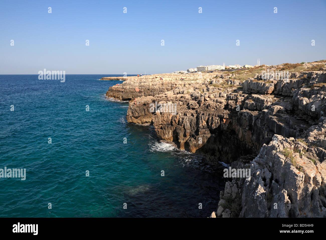 Steep rocky Adriatic coast near Polignano di Mare, Puglia, Italy. - Stock Image