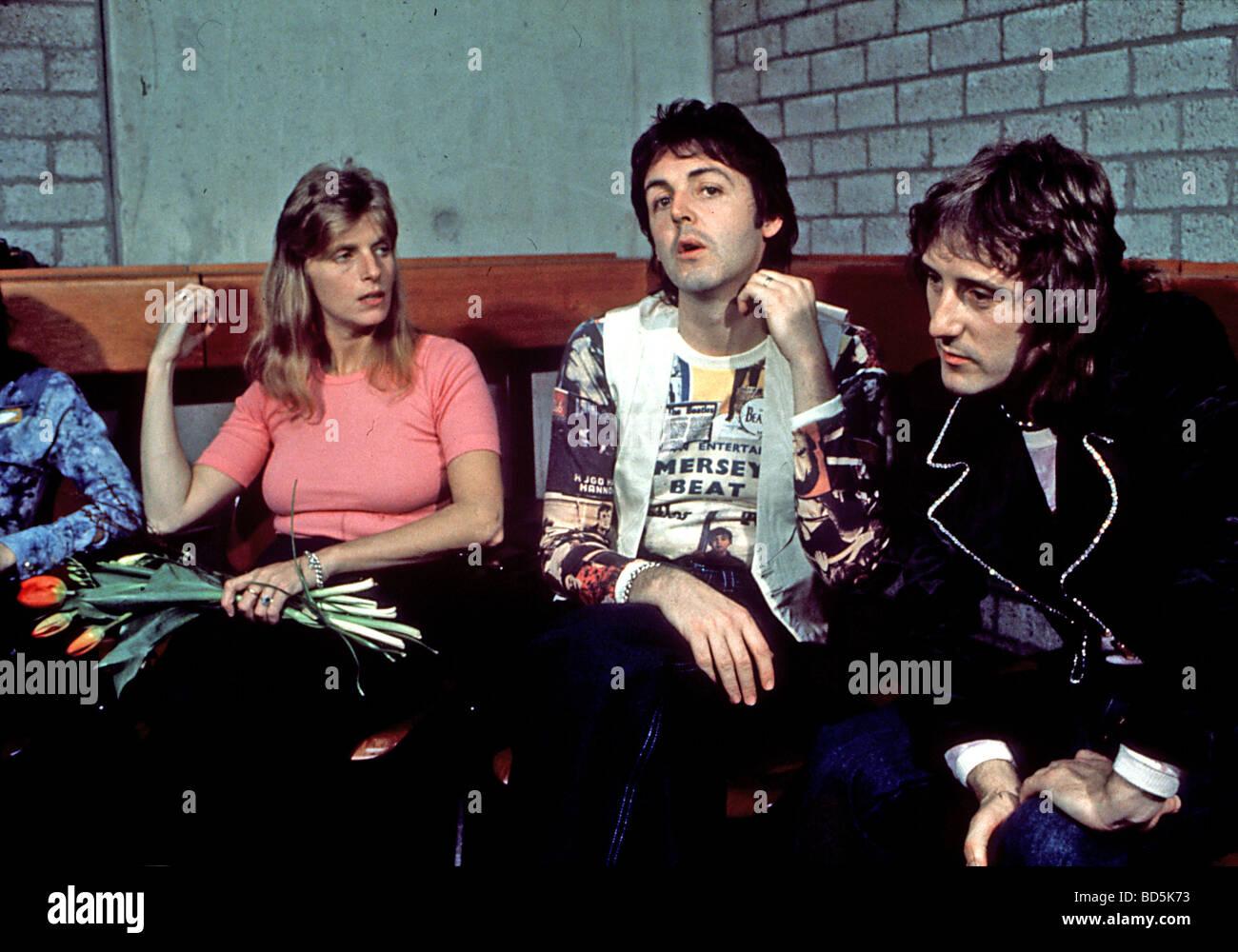 WINGS LInda And Paul McCartney In 1971