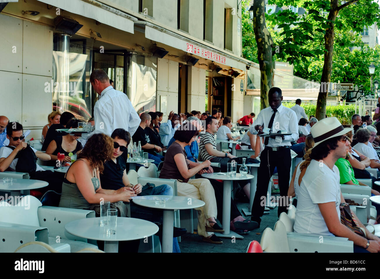 Paris Cafe, France, French Bistro Restaurant, Crowd of People Sharing Drinks, Sidewalk terrace 'Café Beaubourg' - Stock Image