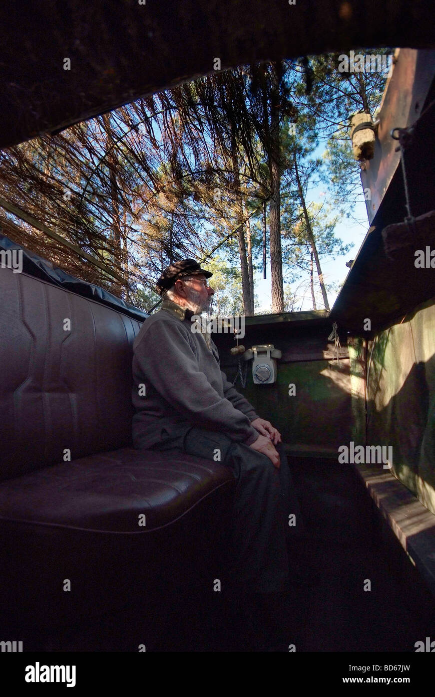 Traditional hunting: woodpigeon shooting in the Landes department (40) - Stock Image