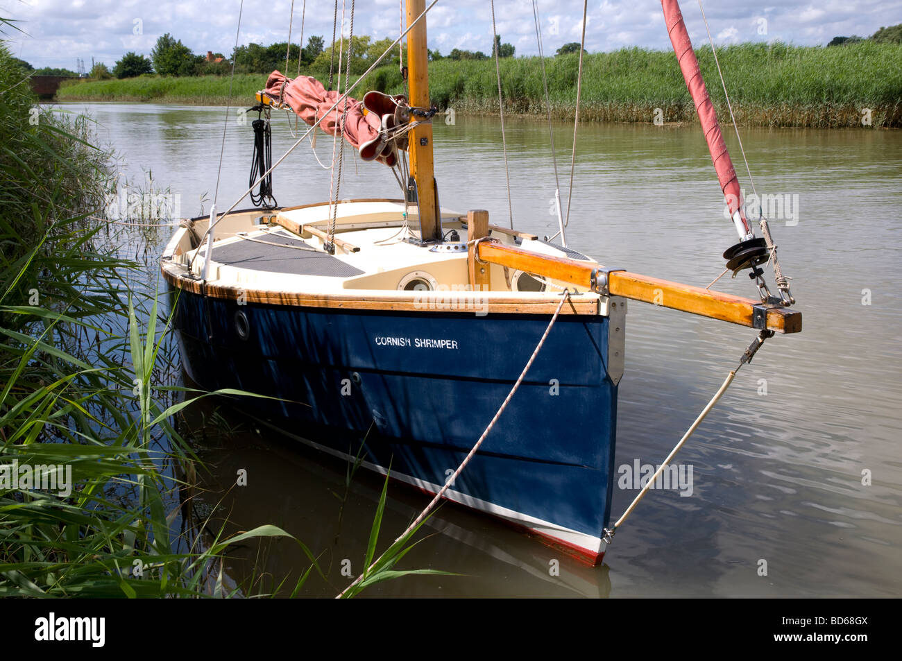 Sailing boat moored on the River Alde, close to Snape Maltings, Suffok, England - Stock Image