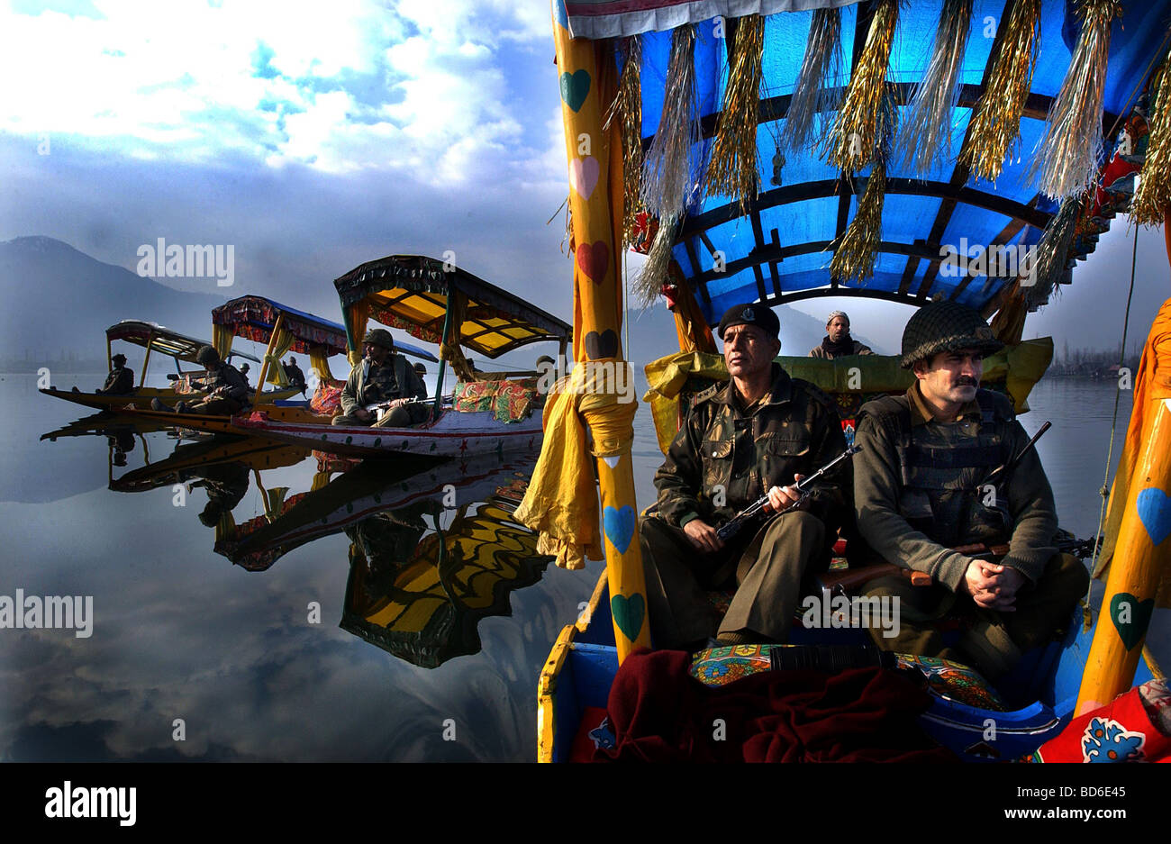 Indian Border Security Force soldiers patrol the picturesque Dal Lake in Srinagar the summer capital of the Indian - Stock Image