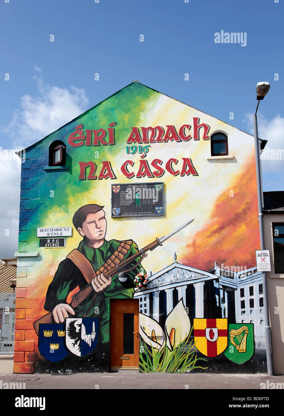 Mural in the Falls Road area of West Belfast, commemmorating the Easter Uprising of 1916 - Eiri amach na casca in - Stock Image