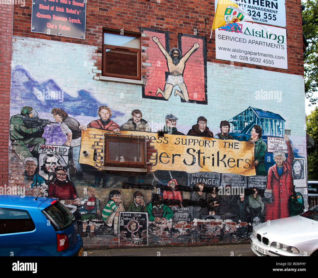 Mural with the slogan 'St James's Support the Hunger Strikers' in the Republican/nationalist area of - Stock Image