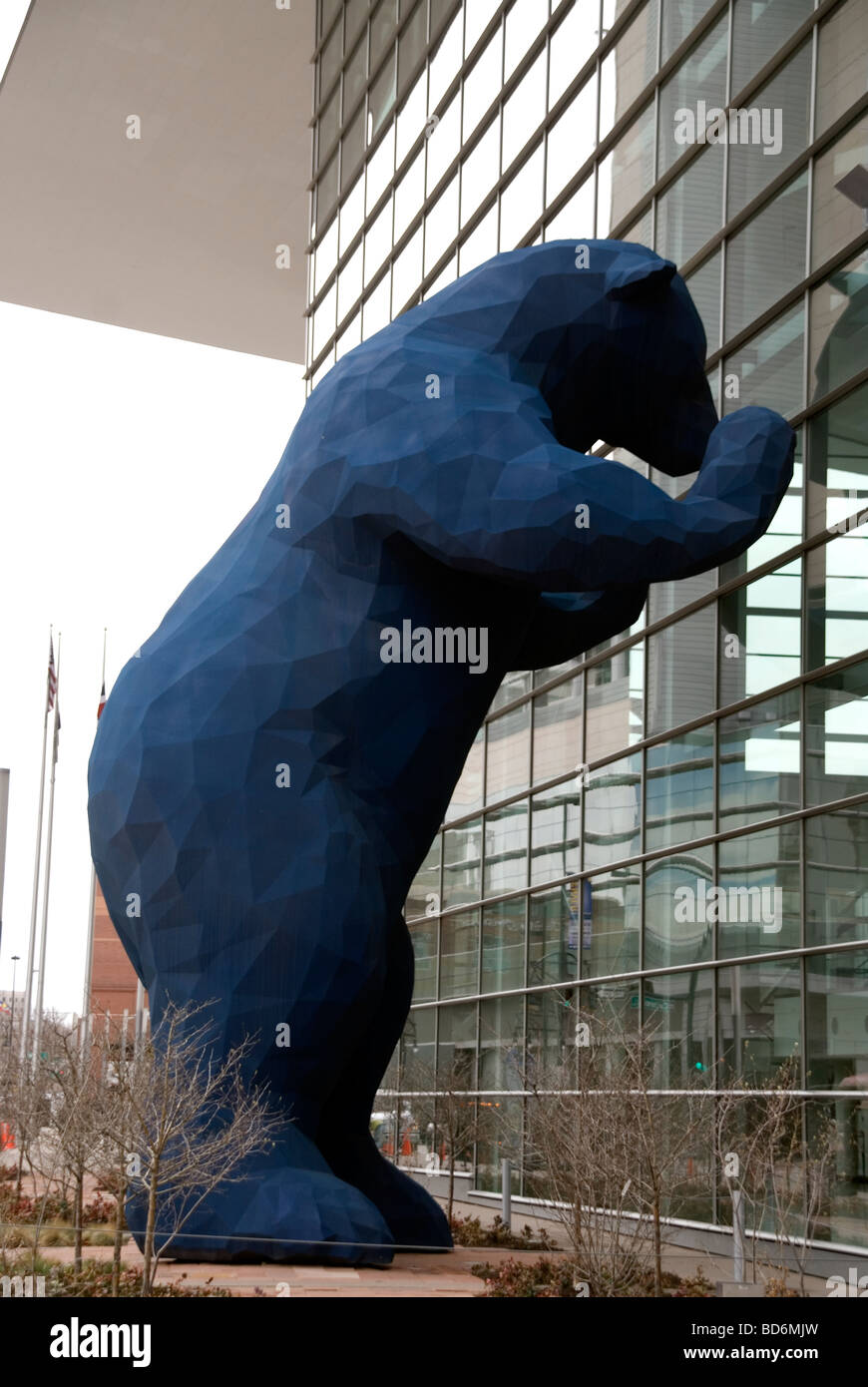 A statue of the Democrat Bear looking into the Denver convention center after the election of Obama - Stock Image