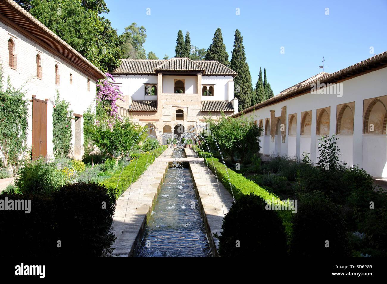 Patio de la acequia the palacio de generalife la - Patios de granada ...