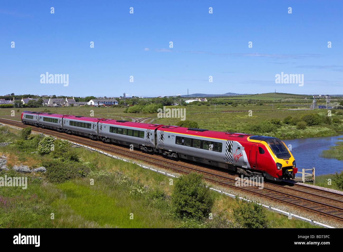 Virgin Super Voyager 221 108 passes Valley on Anglesey with a Holyhead Euston service on 27 06 09 Stock Photo