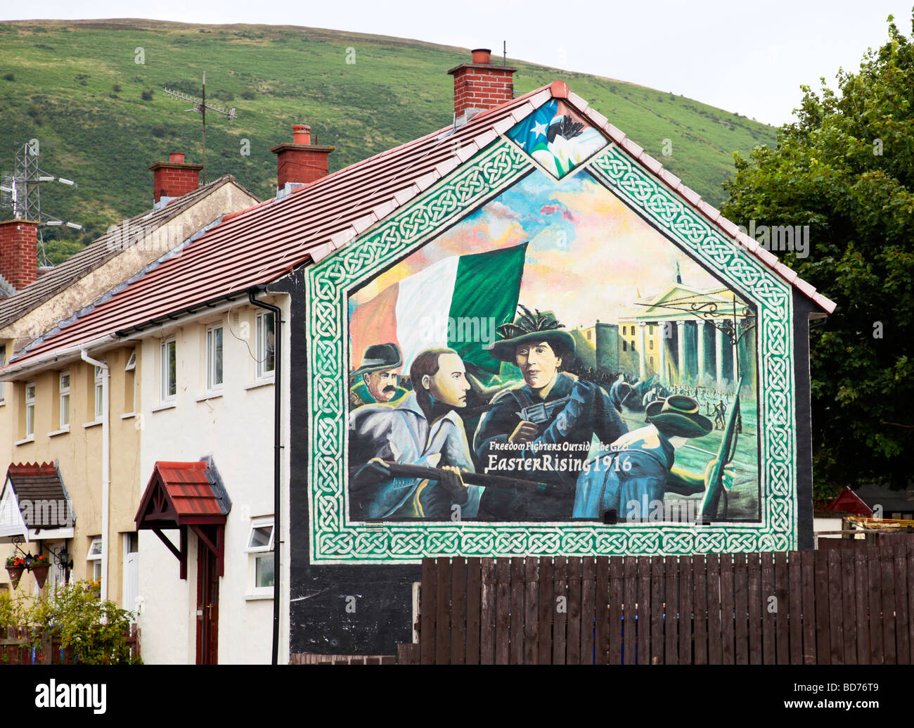 Mural depicting the 1916 Easter Uprising in Dublin, on the side of a house in the Republican area of West Belfast, - Stock Image