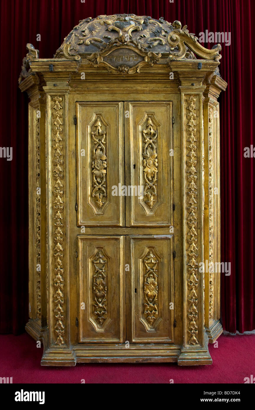 An old Torah Ark closet which contains the Jewish Torah scrolls at the Istanbuli synagogue in 'Four Sephardic - Stock Image