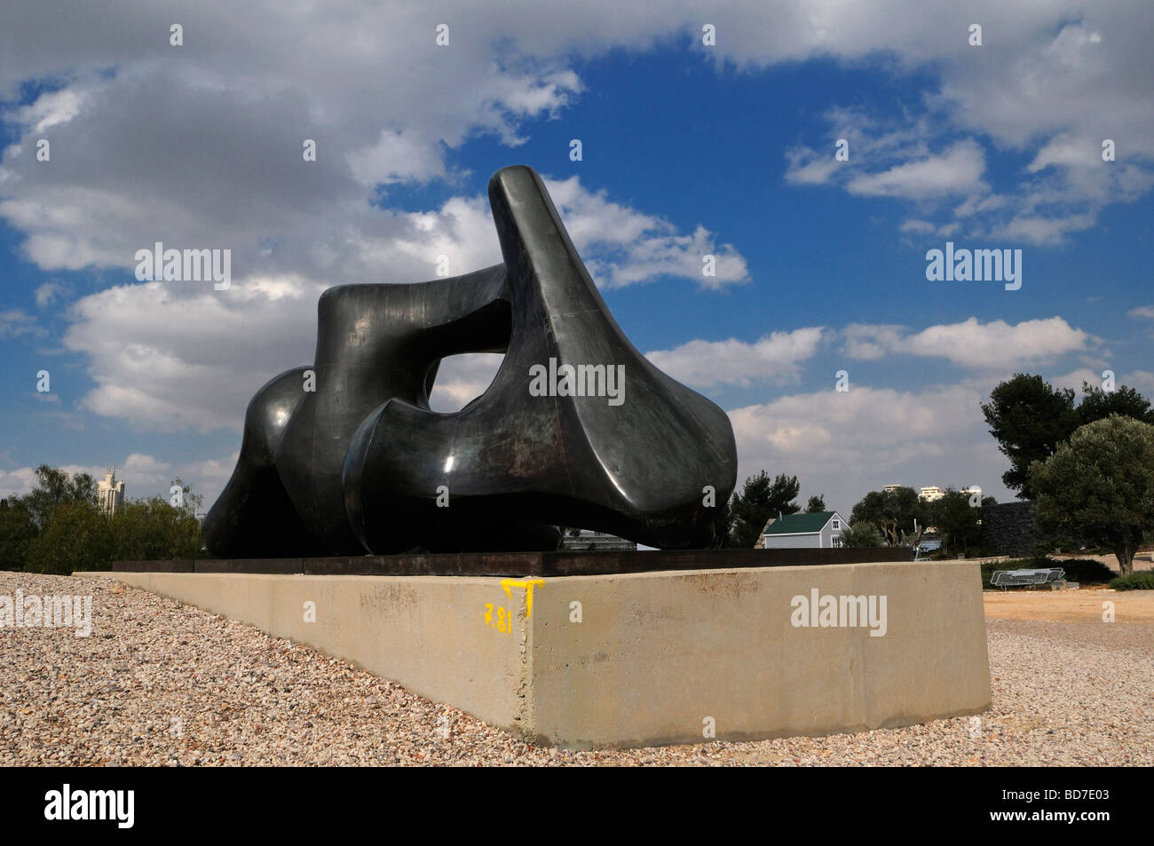 Contemporary sculpture named Vertebrae by Henry Moore (1969) in the Billy Rose sculpture garden of Israel Museum Stock Photo