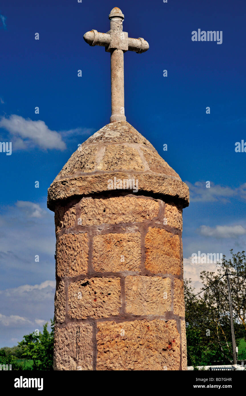 Spain, St. James Way: Medieval cross and former pillory in Redecilla del Camino - Stock Image