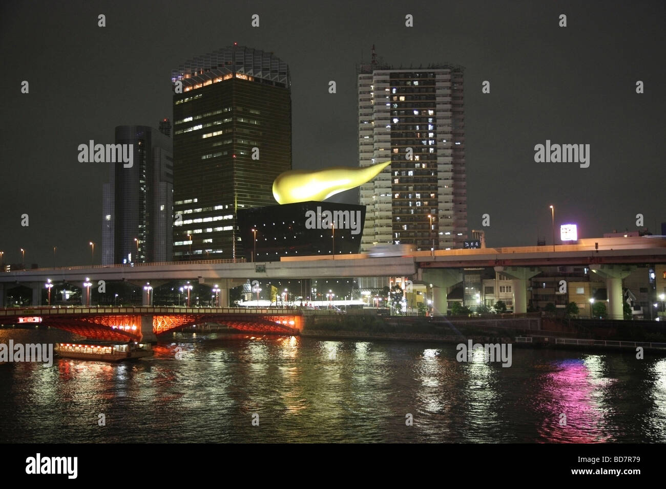 A gold flame tops the distinctively designed Asahi brewery beside the Sumida river Asakusa district Tokyo Japan - Stock Image
