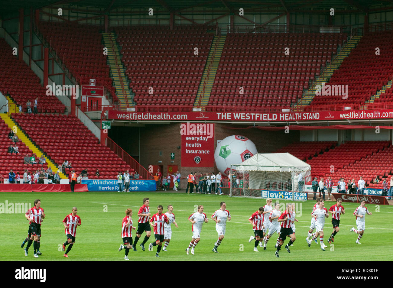 'Sheffield United' Blades football players in training on the pitch inside their stadium - Stock Image