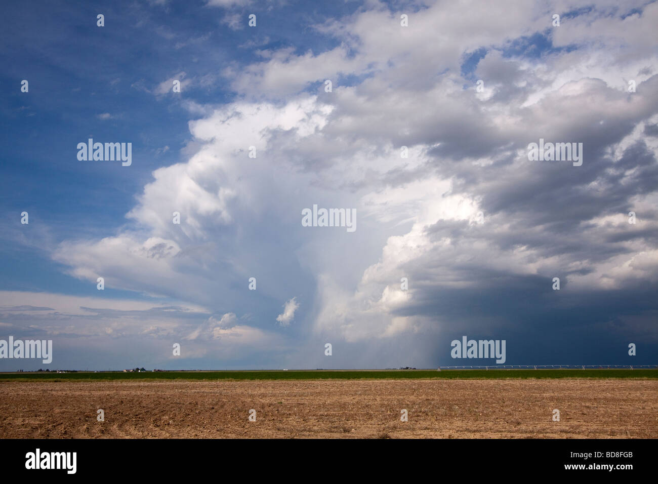 A thunderstorm in the distance in southern Kansas June 4 2009 - Stock Image