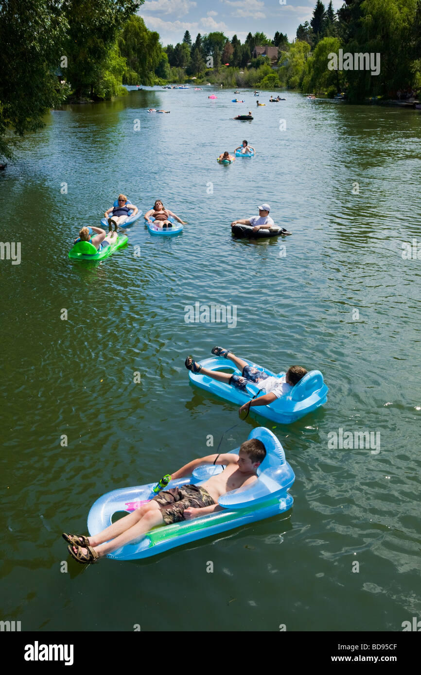 Many people leisurely floating on rafts down the Deschutes River on July 4th in Bend Oregon - Stock Image