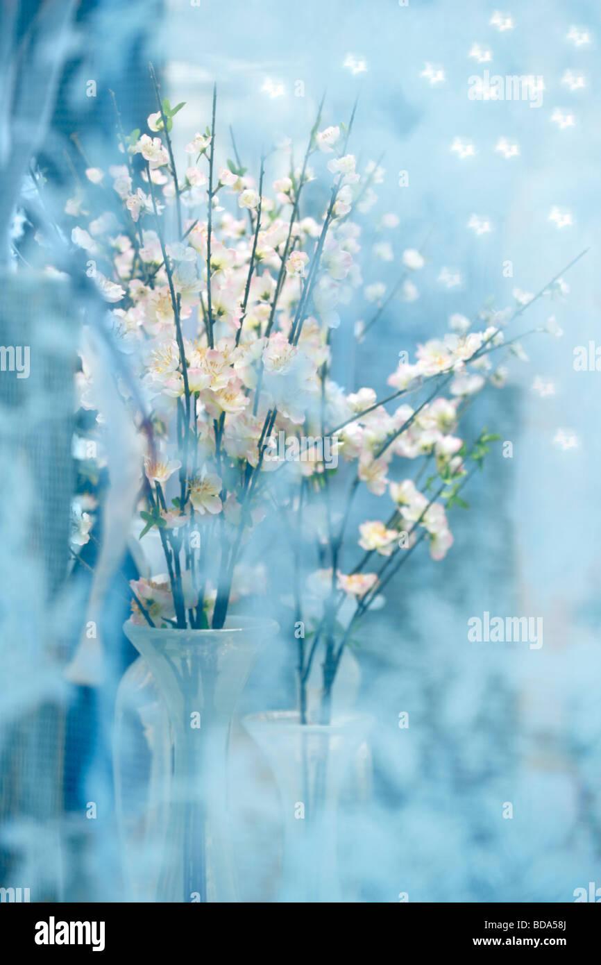 Ein Seidenblumenstrauss Kirschblueten mit Unschaerfen im Vordergrund A silk bouquet cherry bloom - Stock Image