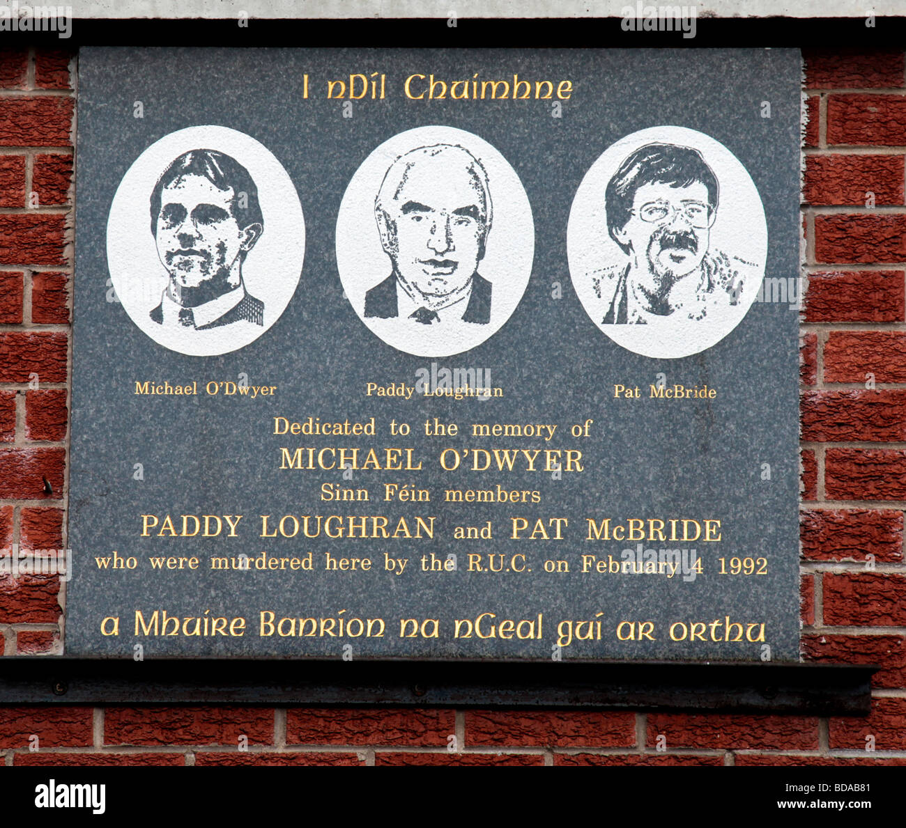 Plaque commemorating Michael O'Dwyer, Paddy Loughran and Pat McBride, three Sinn Fein members killed by an RUC - Stock Image