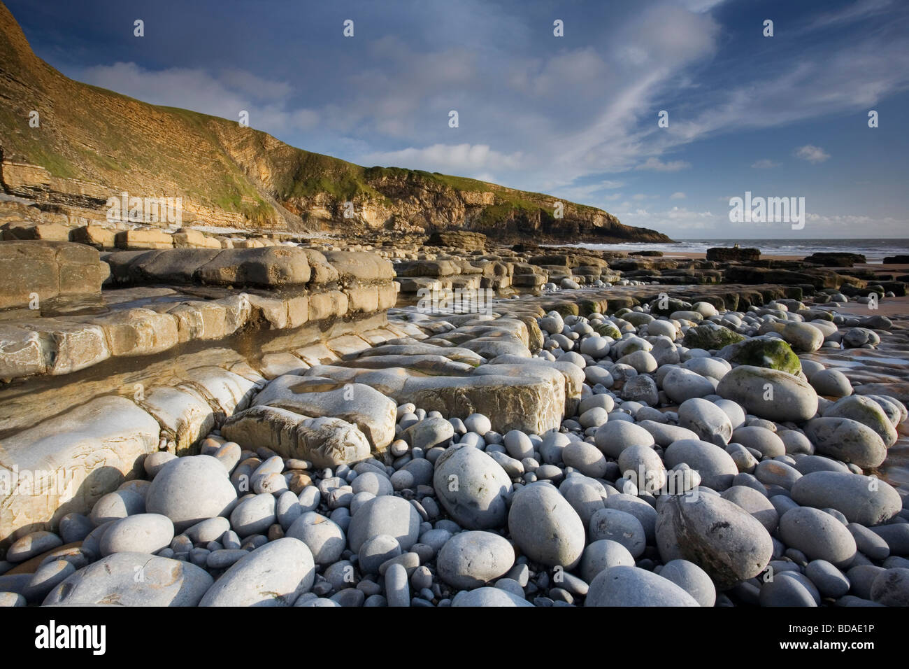 Limestone rock ledges and Witches Point at Dunraven Bay, Southerndown, Vale of Glamorgan, South Wales - Stock Image