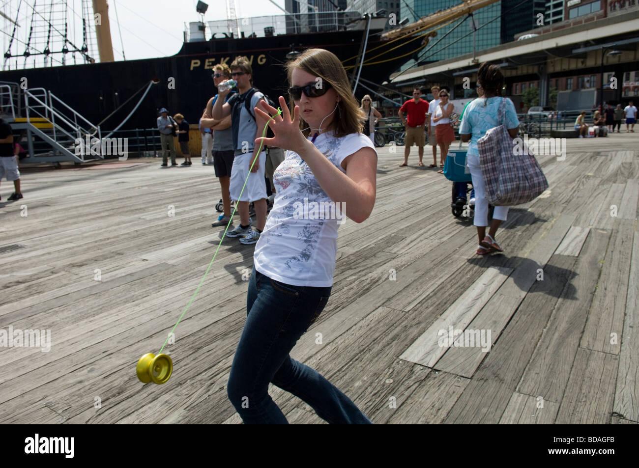 Yo yo players warm up at the 3rd Annual International Yo Yo Open in New York - Stock Image