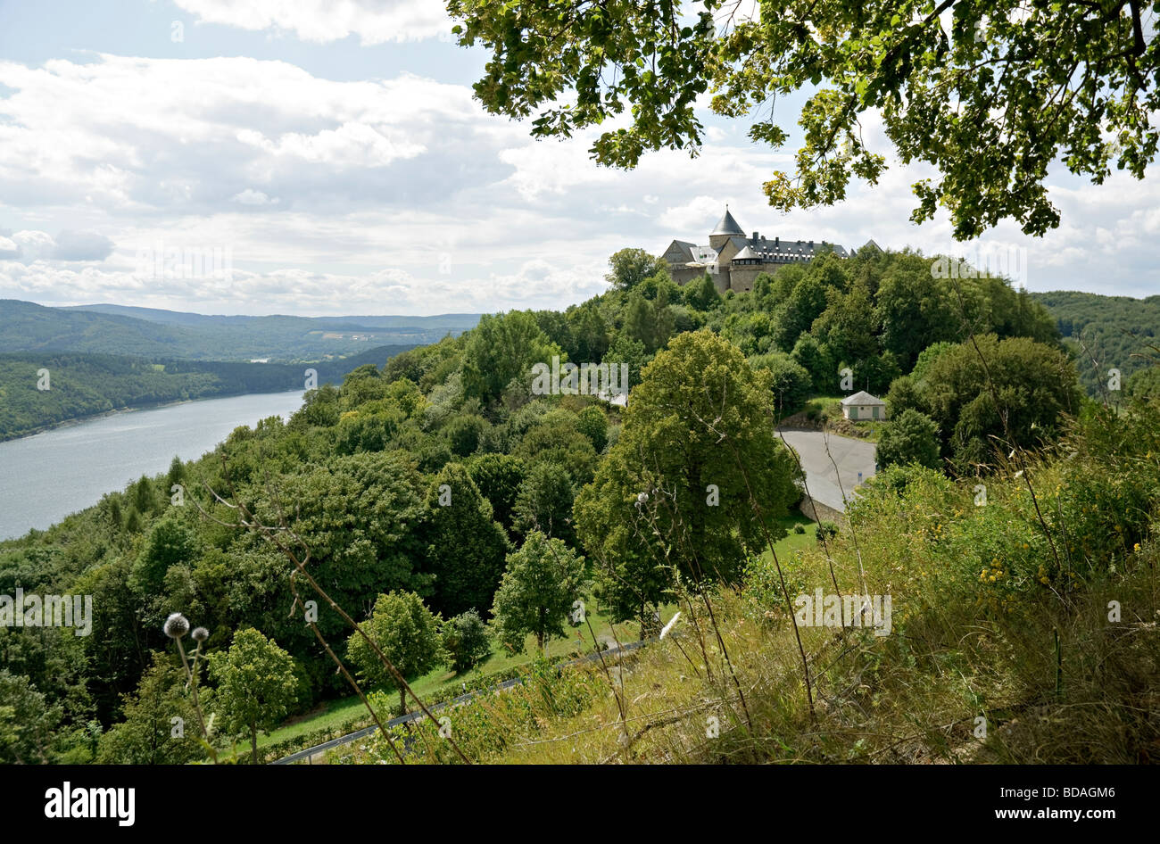 Schloss  Waldeck overlooking Edersee reservoir, Hesse, Germany. - Stock Image