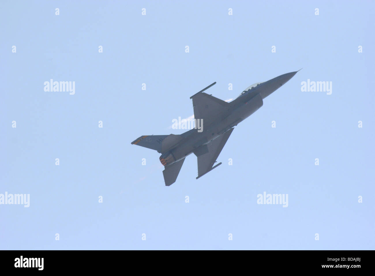 F-16 Fighting Falcon making a climb with afterburner on at Abbotsford International Air Show 2006 Stock Photo
