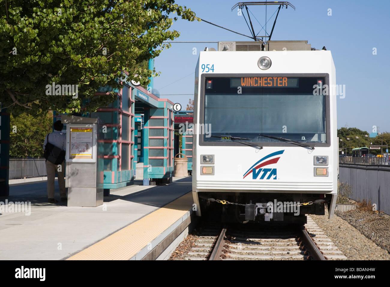VTA (Valley Transportation Authority) Mass Transit Light Rail Train At  Station. Mountain View, California, USA