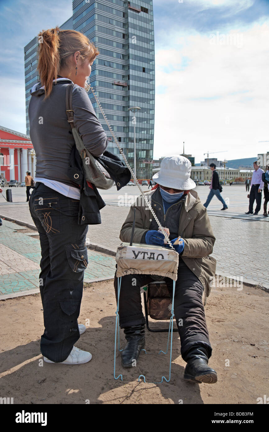 In 2008, Ulaan Baator street vendors continue to sell radio telephone calls in spite of the popularity of the mobile - Stock Image