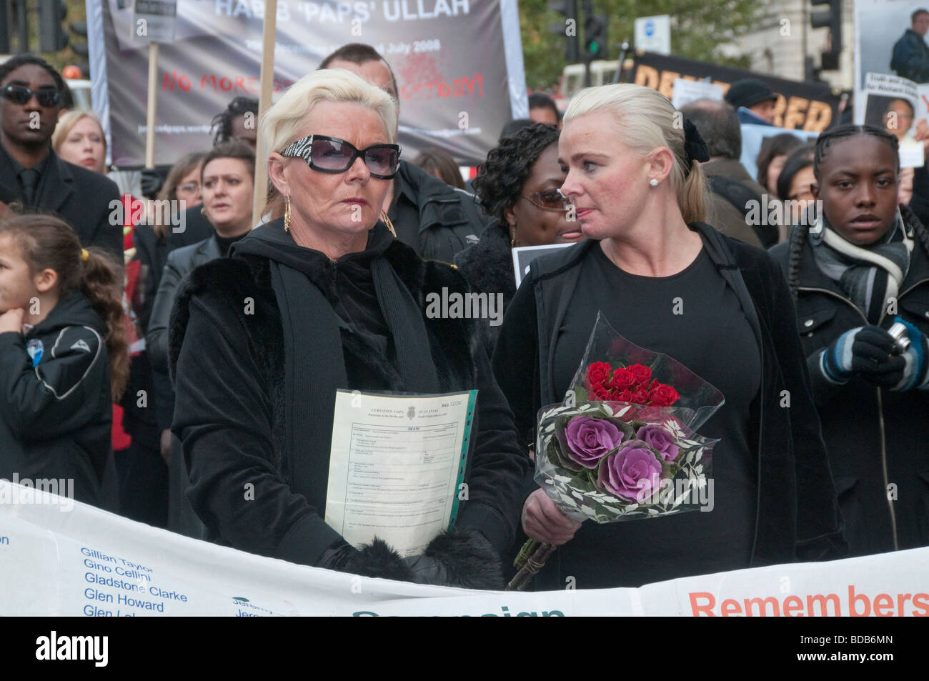 United Friends and Families Protest Custody Deaths. Mother and wife of Patrick Cawley with his death certificate - Stock Image