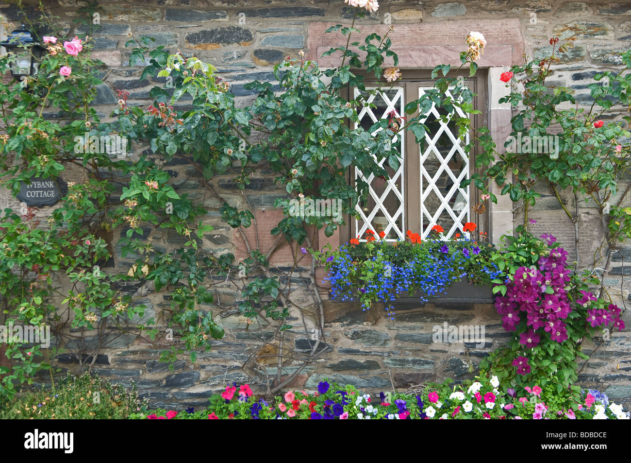 Stone cottages built to house mill and slate workers in the Scottish village of Luss. - Stock Image