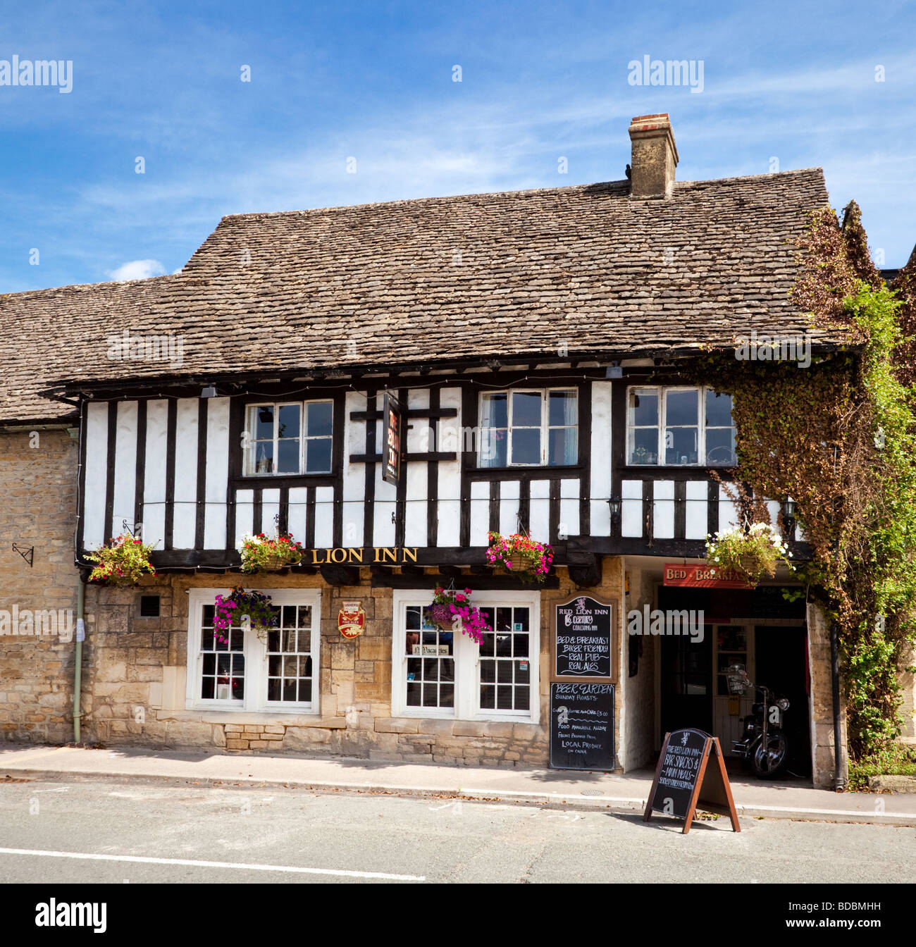 The Red Lion Inn, an old country pub at Northleach, Gloucestershire, England, UK - Stock Image