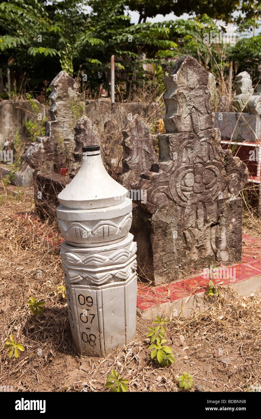 Indonesia Sulawesi Sidereng muslim cemetery unusual pillar shaped gravestones - Stock Image