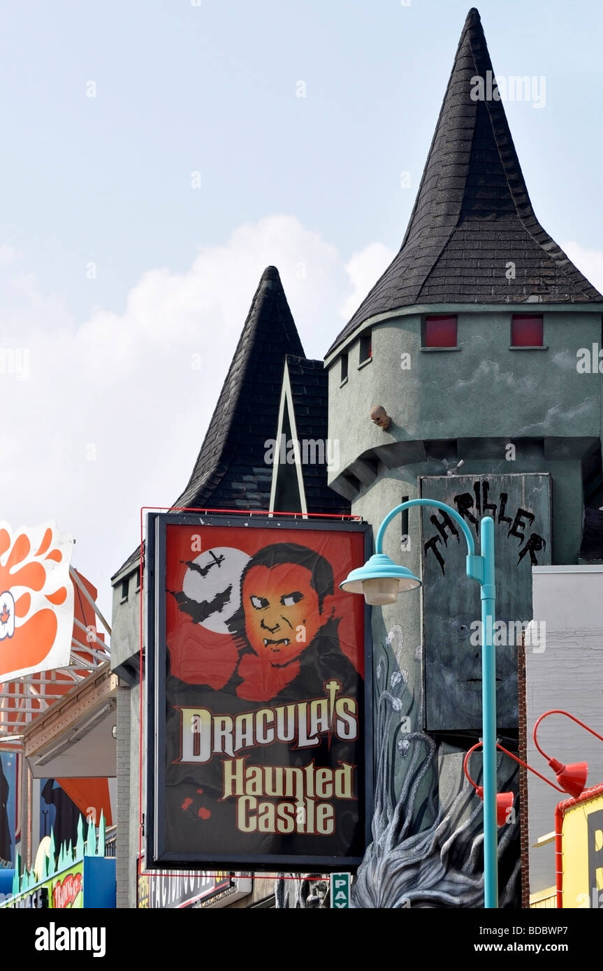 Attractions on Clifton Hill, Niagara, Ontario - Dracula's Haunted Castle - Stock Image