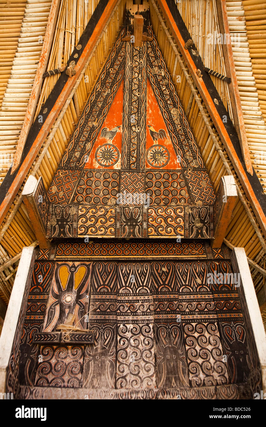 Indonesia Sulawesi Tana Toraja Kete Kesu traditional high status tongkonan house carved decoration - Stock Image
