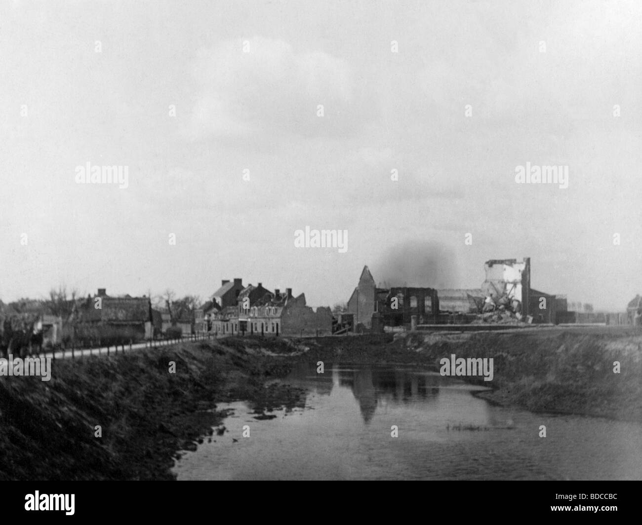 events, First World War/WWI, Western Front, ruins of Ennetieres-en-Weppes, Flanders, picture postcard, circa 1916, - Stock Image