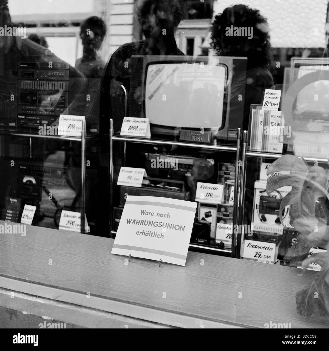 geography / travel, Germany, GDR, shop window with electronic products from West-Germany, shortly before currency Stock Photo