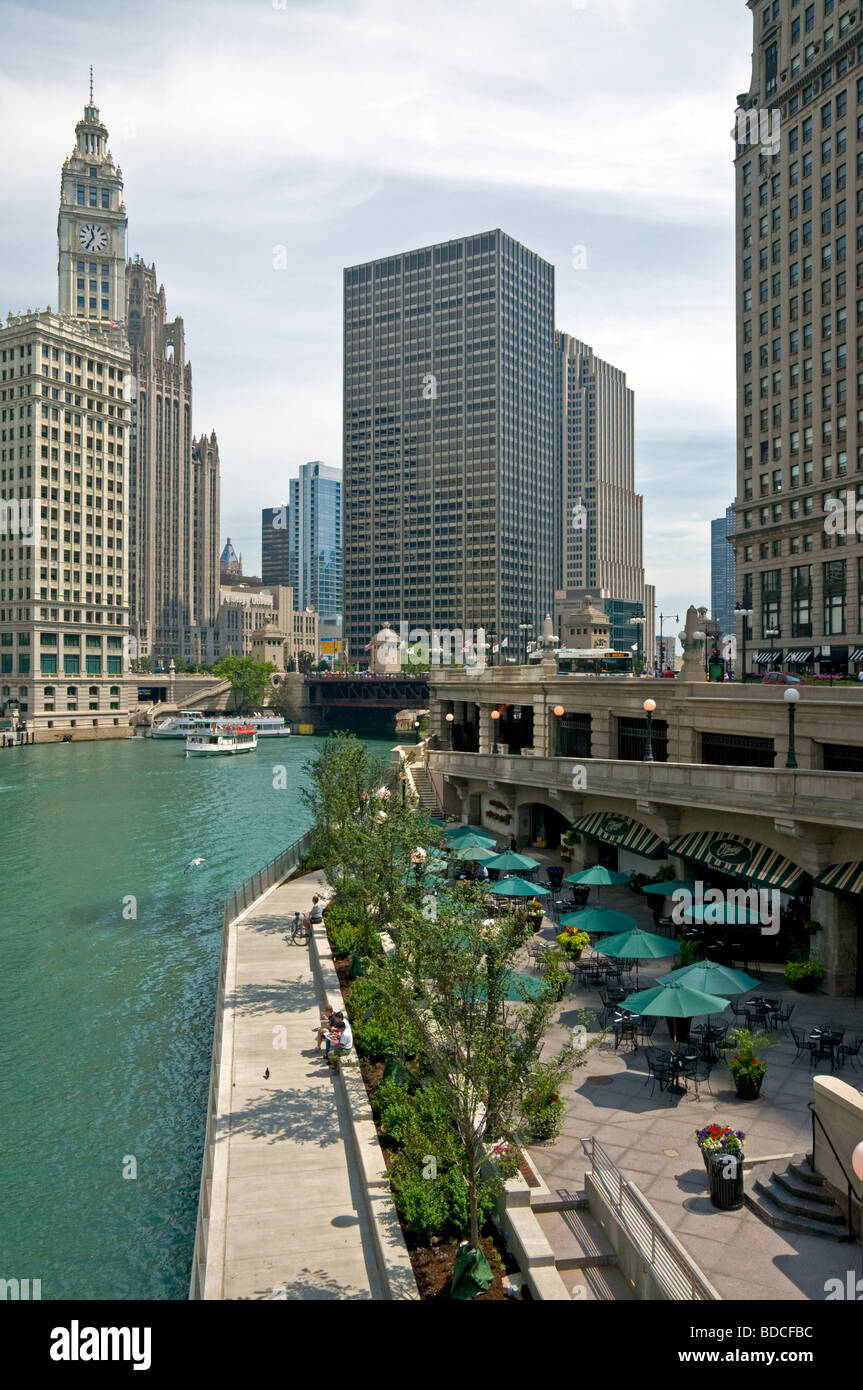 Looking down the Chicago River from North Wabash Avenue in Chicago, IL. The Wrigley building is on the left of the - Stock Image