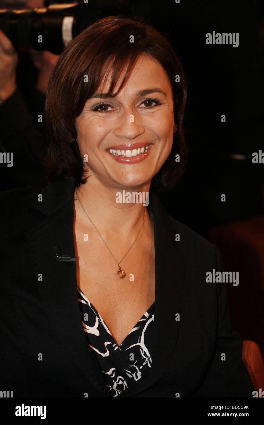 "Maischberger, Sandra, * 26.8.1966, German tv presenter, portrait, guest in tv show ""NDR Talk Show"", Hamburg, 2009, Stock Photo"
