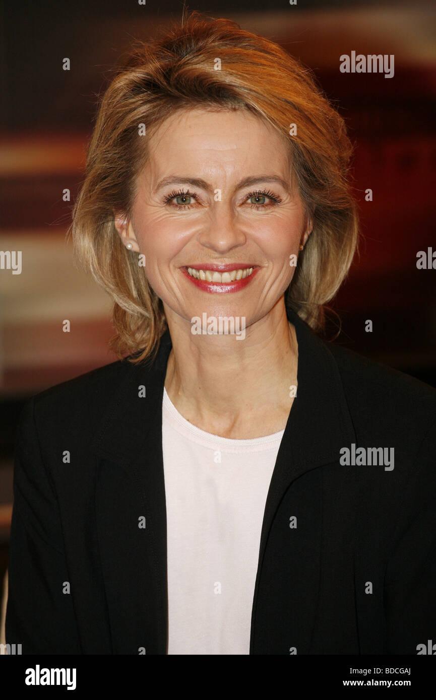Leyen, Ursula von der, * 8.10.1958, German politician (CDU), portrait, guest in TV show 'Johannes B. Kerner', - Stock Image