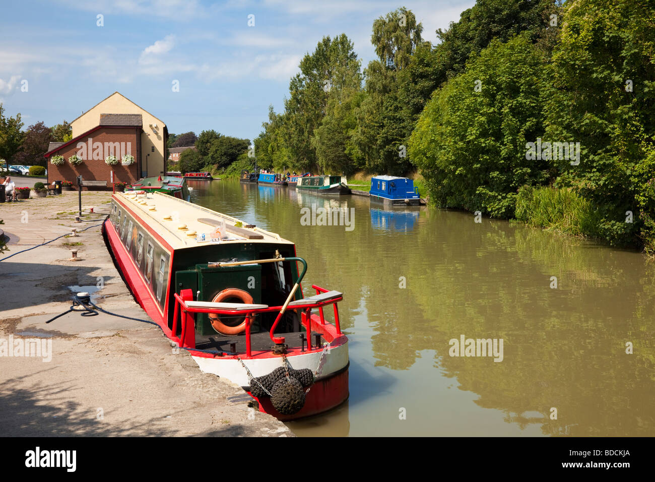 Narrowboats canal boat uk on the Kennet and Avon Canal at Devizes, Wiltshire, England, UK - Stock Image