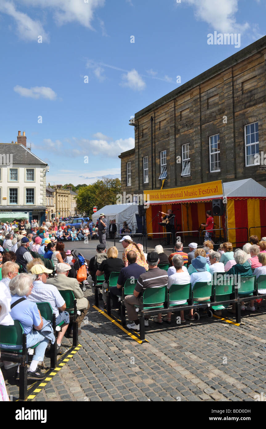Alnwick music fayre summer 2009 annual festival folk music audience live show  market - Stock Image