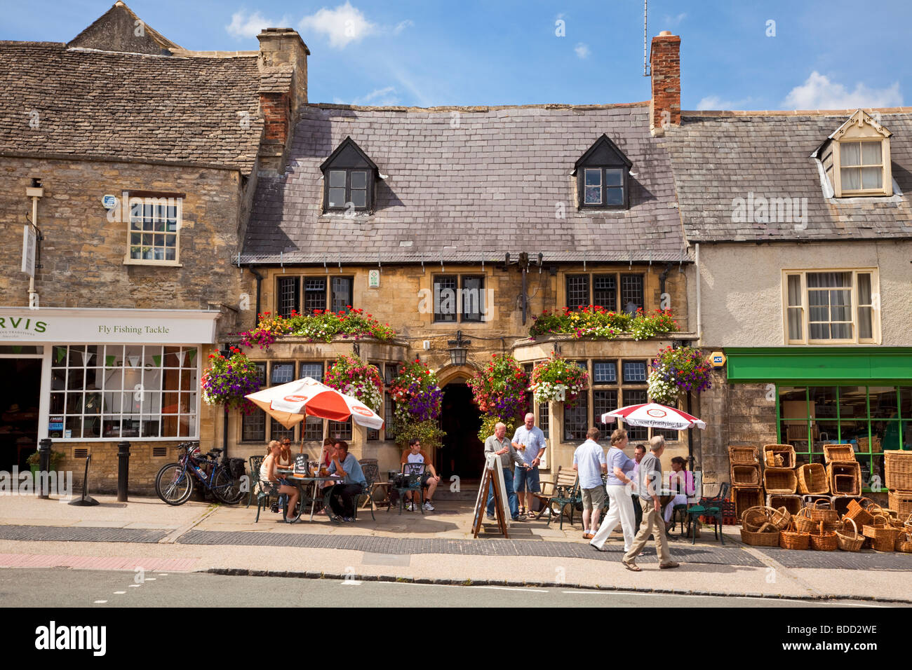 The Mermaid pub - small medieval english pub in the Cotswolds town of Burford, Oxfordshire, England, UK in summer - Stock Image