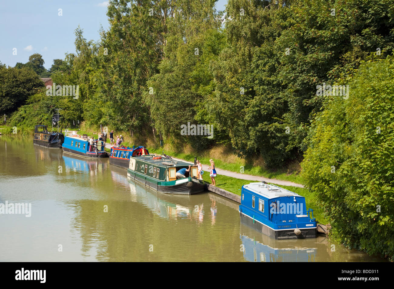 Narrowboats next to the tow path on the Kennet and Avon Canal at Devizes Wharf, Wiltshire, England, UK - Stock Image