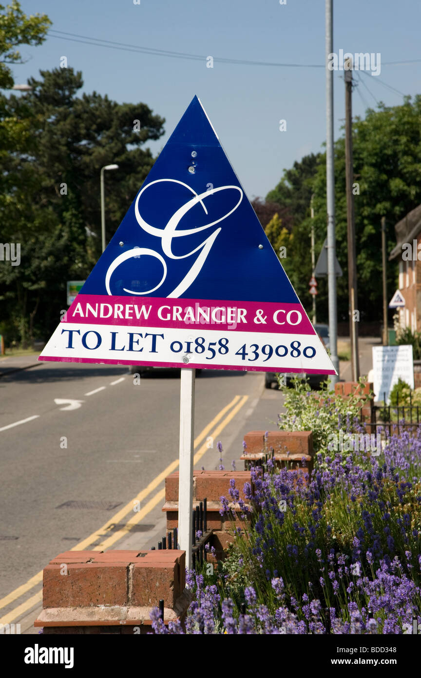 Estate agents sign outside a property to let in Market Harborough, Leicestershire - Stock Image