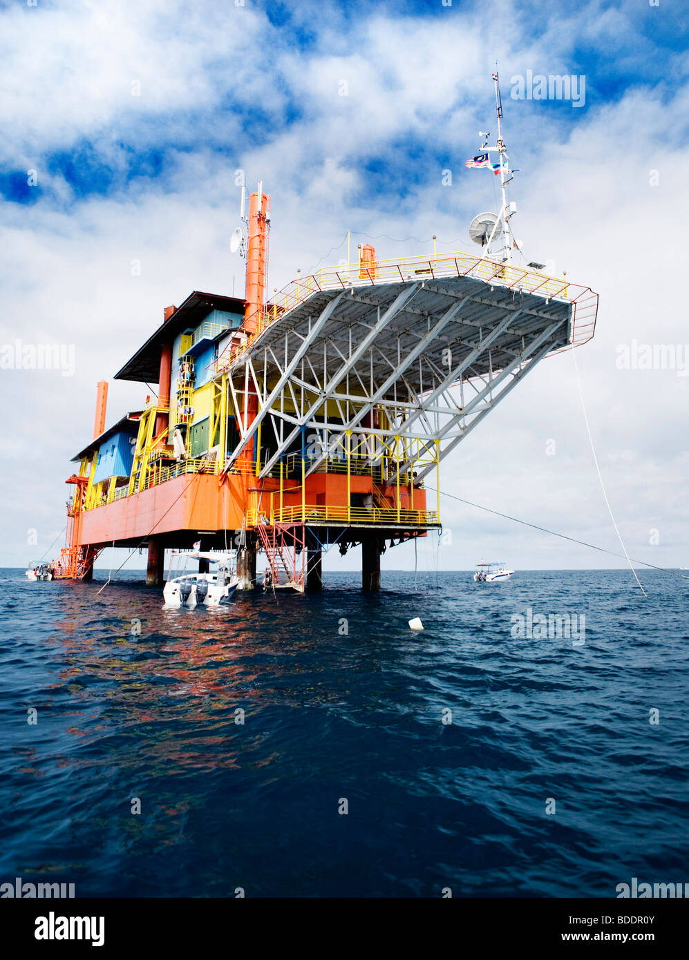 Seaventures dive center oil rig near sipadan island sabah borneo stock photo 25504331 alamy - Sipadan dive centre ...