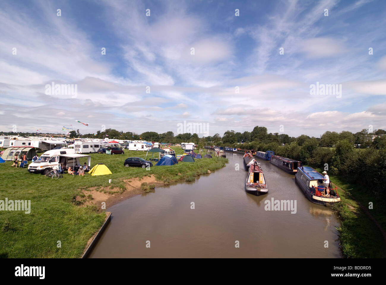Fairport's Cropredy Convention friendly music festive near Banbury Oxfordshire on the south Oxford canal - Stock Image
