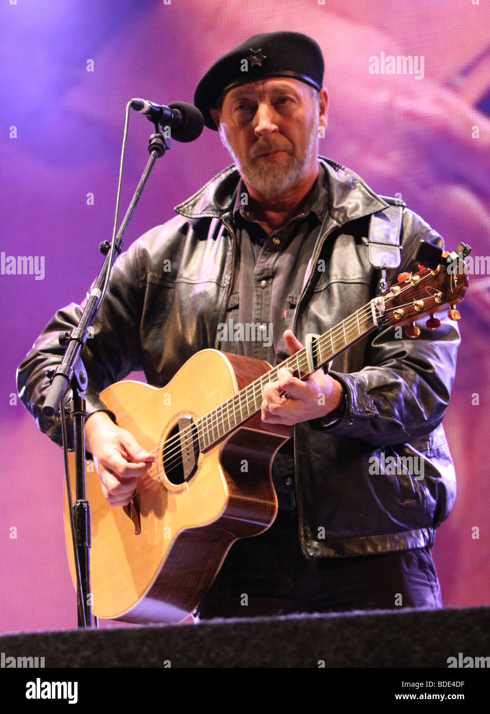 Richard Thompson at Fairport Convention's Cropredy Festival 14th August 2009 - Stock Image