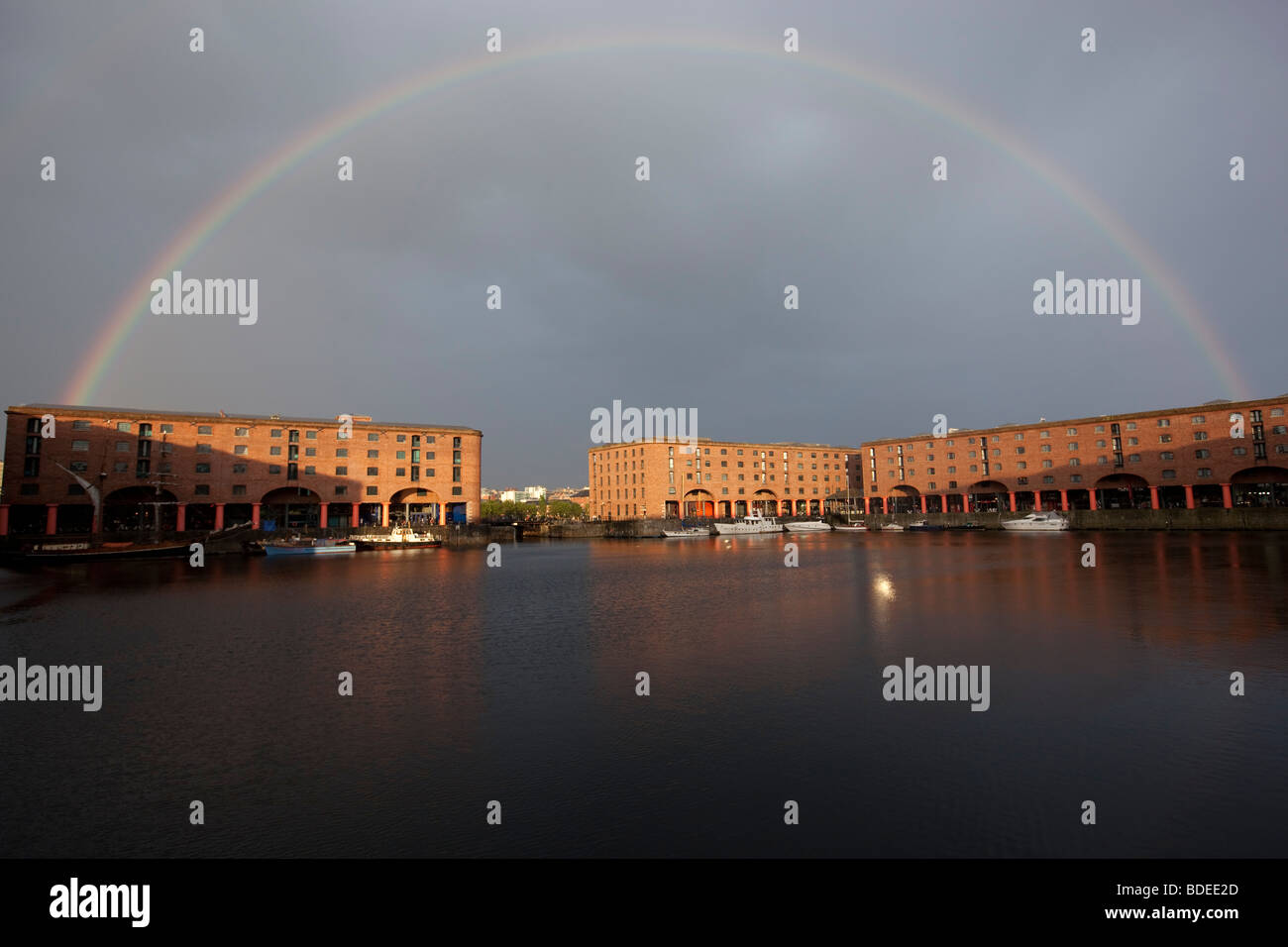 A full 180 degree rainbow over the Albert Dock, Liverpool, England - Stock Image